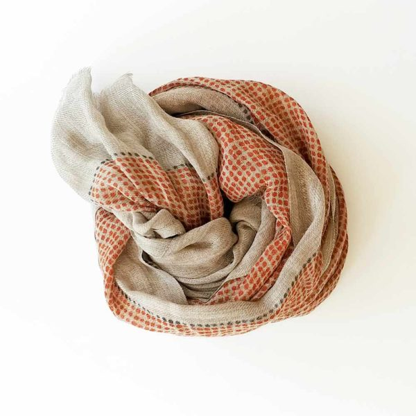 fular de lana puntos naranjas