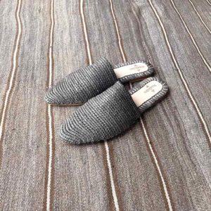 babucha gris de hoja de palma