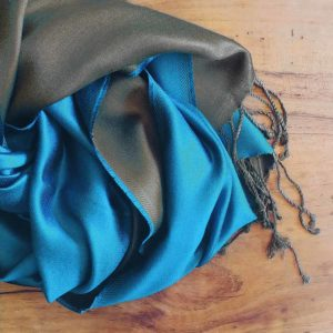 fular de seda azul